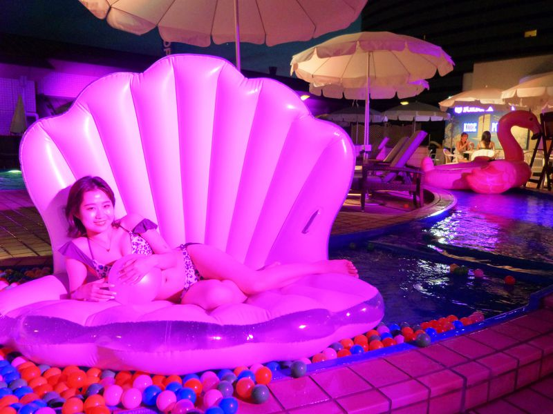 昼夜どちらも楽しめる!2021年も神戸ポートピアホテルで夏限定プールがオープン