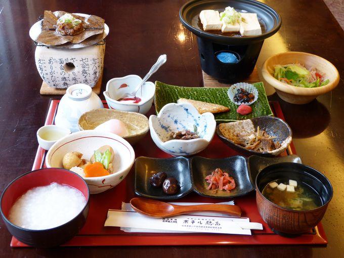 朝も岐阜の味を堪能!16品の和朝食