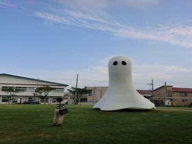 カラフルでユーモア溢れるアートの世界へ〜十和田市現代美術館〜