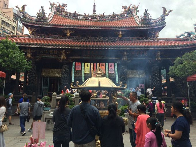 古き良き台北を知るパワースポット龍山寺周辺散策