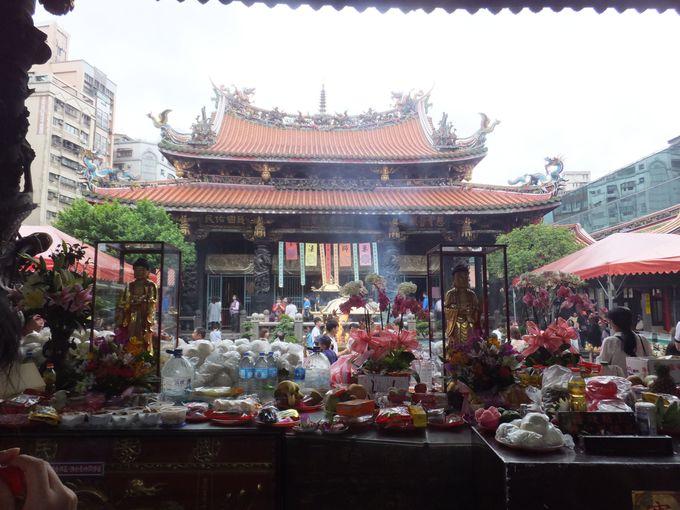 ローカルな街に佇む「龍山寺」へ行こう