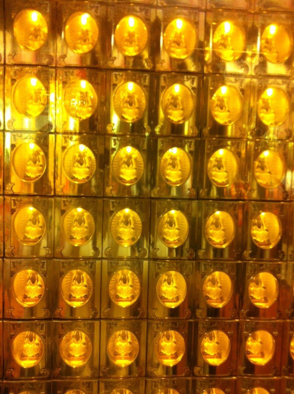 縁結びの神・月下老人を祀る霞海城隍廟