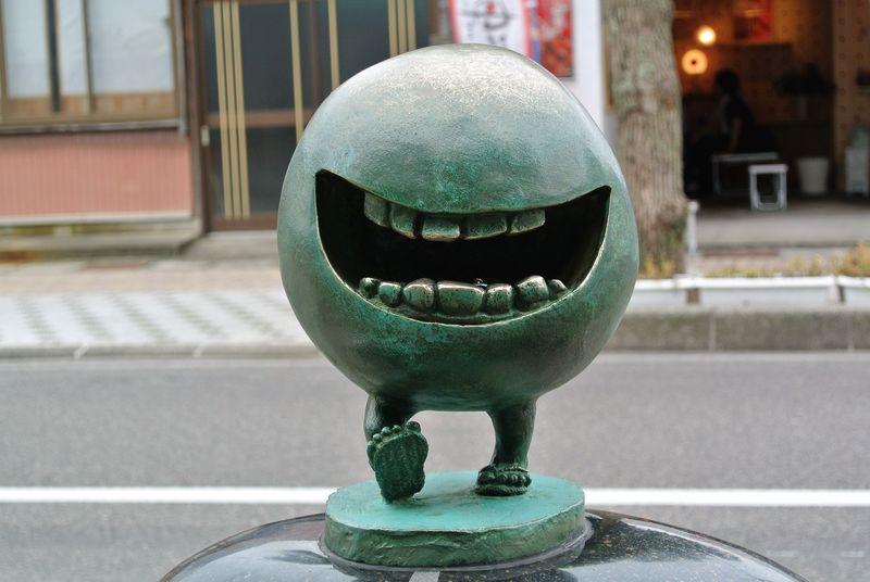 妖怪ずくしの商店街!鳥取県境港市「水木しげるロード」で妖怪モニュメントを楽しむ