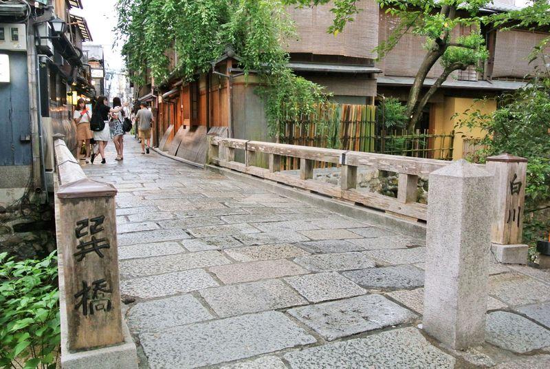 花街祇園の雰囲気を堪能!京都情緒あふれる「白川」を優雅に散策
