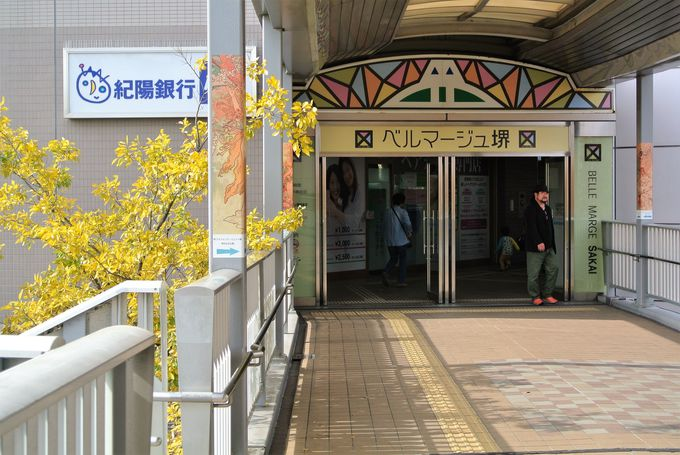 複合施設内にある駅チカの美術館