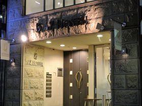 大阪「AZ HOSTEL」清潔感たっぷりのクールなゲストハウス