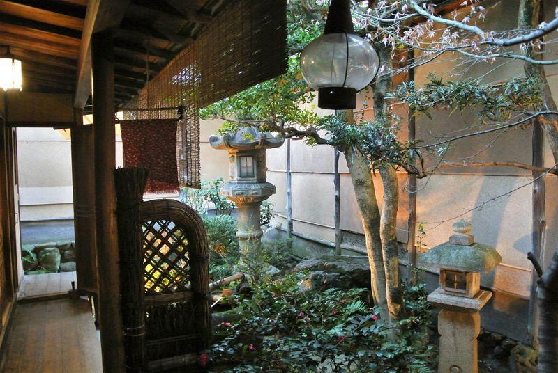 金魚尽くしの町屋ゲストハウス 京都「金魚家」でほっこり旅気分