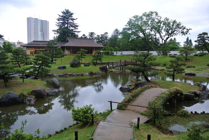石垣と緑のマッチが美しい玉泉院丸庭園