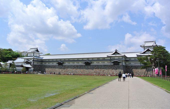 新旧の建築物が見られる金沢城