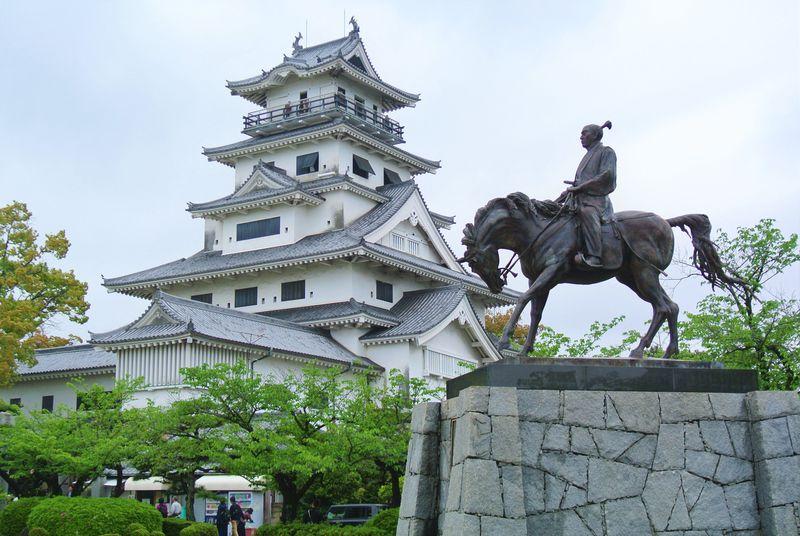 愛媛「今治城」は防御の仕掛け満載のユニークなお城