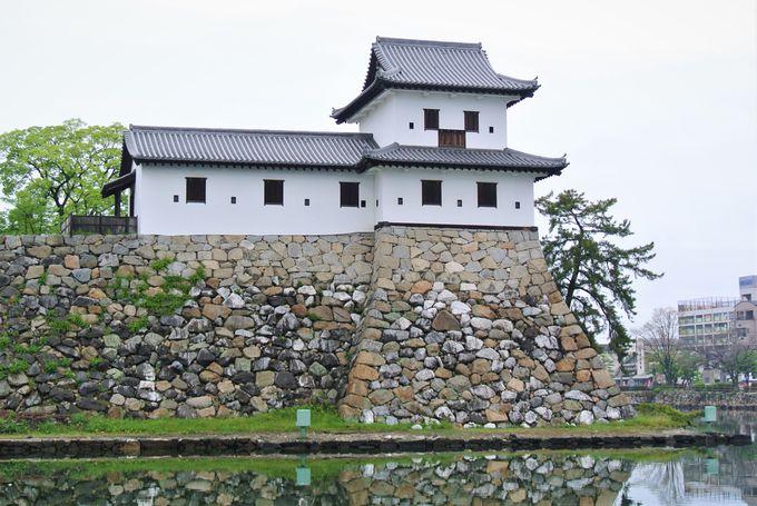 海の近くに建設されたお城