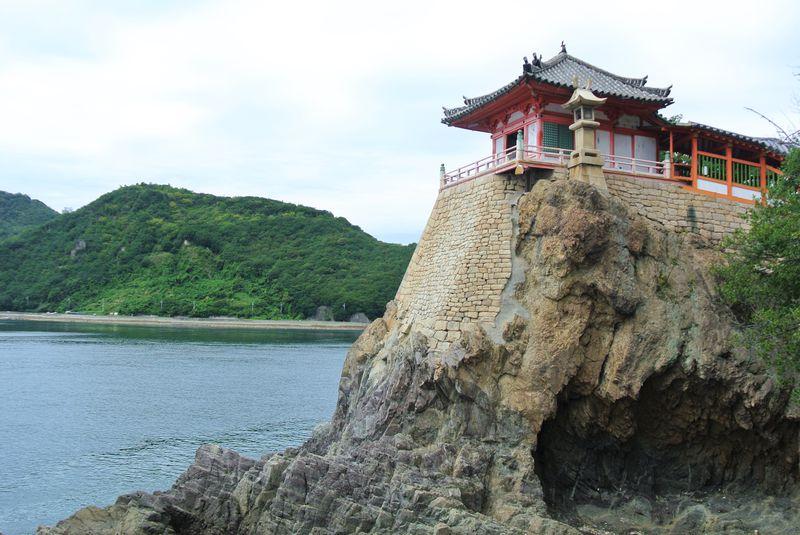 スリル満点の景勝地!広島「阿伏兎観音」の絶景は必見!