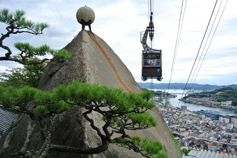 坂の町に映える朱色のお寺!広島「千光寺」は魅力がいっぱい
