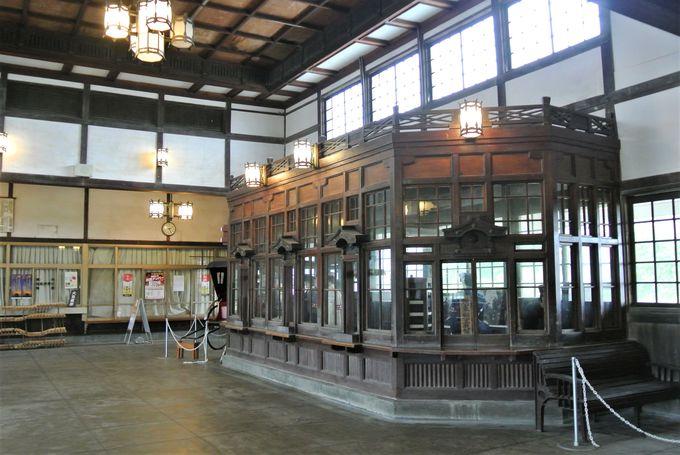 駅舎の内装は必見