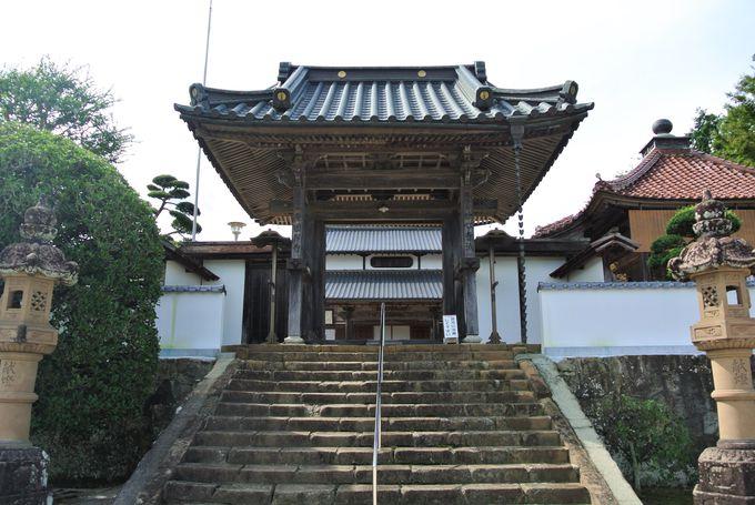 洗練された庭園を有する由緒正しい寺院