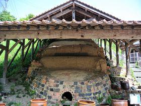 登り窯がシンボル!島根「温泉津やきものの里」で特産の陶器を体感