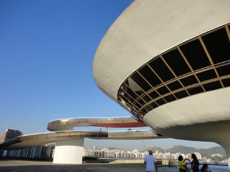 あの有名ブランドCMで一躍話題に!ブラジル・ニテロイ近代美術館の魅力