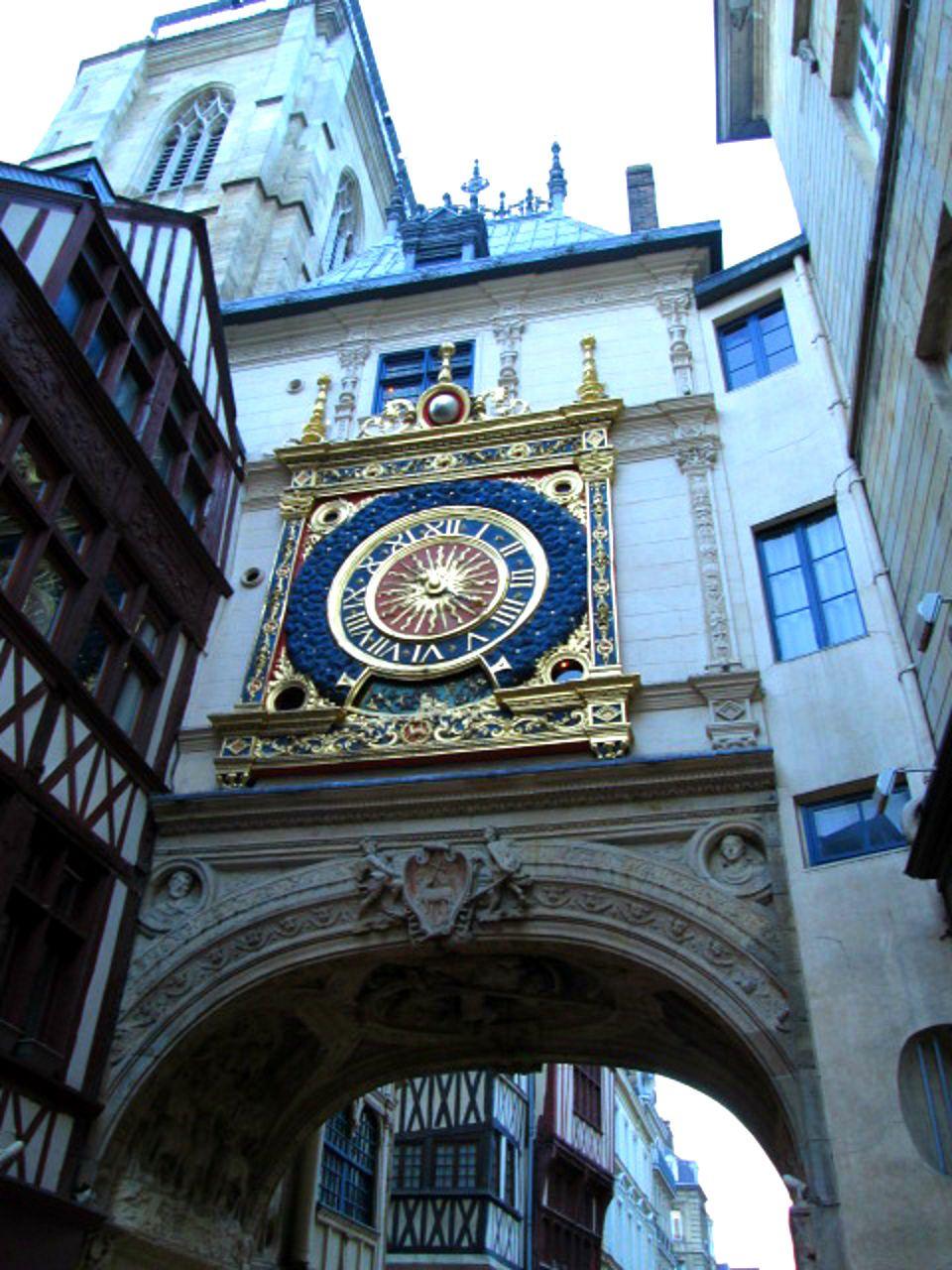 今でも現役!ルネサンス様式の大時計台!