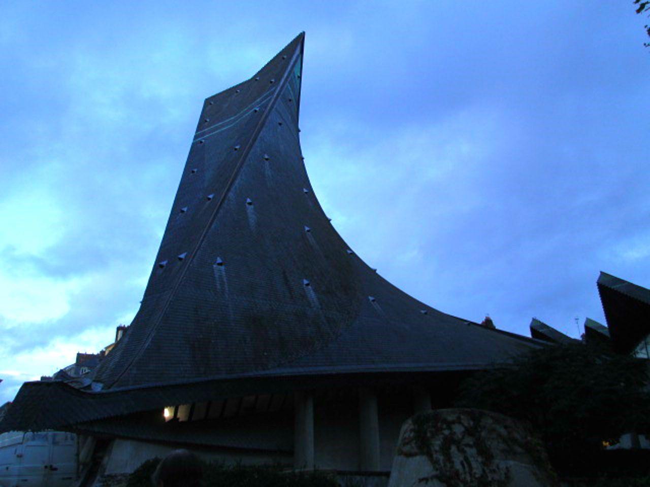 ジャンヌダルク教会は内部がすごい!