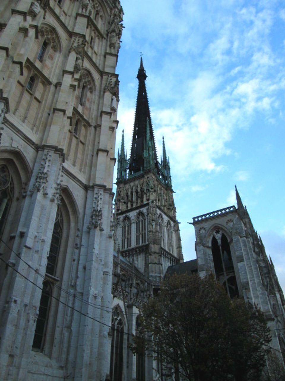 ルーアンのシンボル!ノートルダム大聖堂の迫力がすごい!