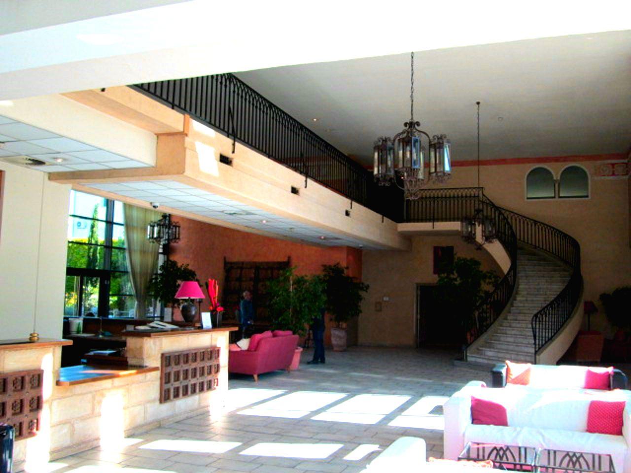 これぞ4つ星の癒し空間!「アヴィニョングランドホテル」は建物が壮大!