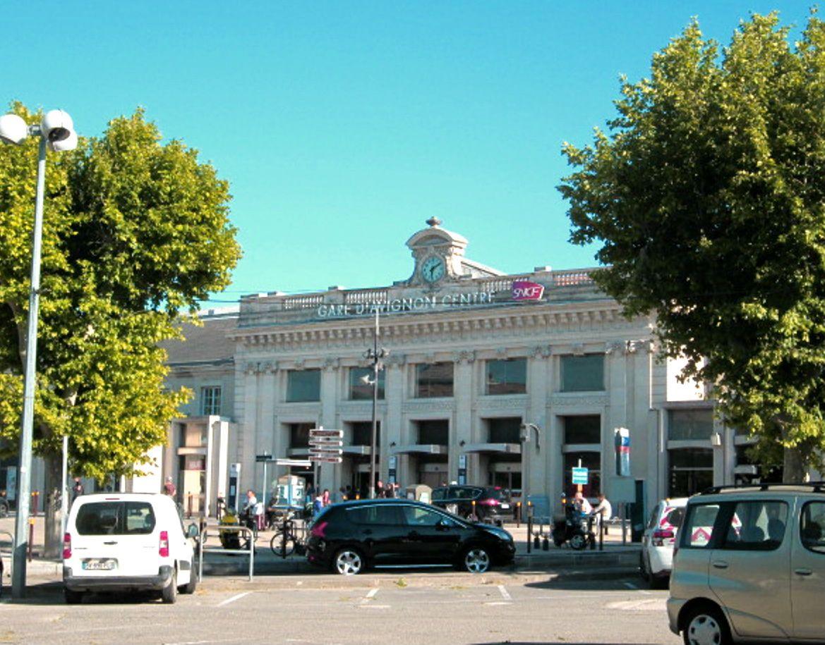 「アヴィニョングランドホテル」はアヴィニョン観光に完璧な立地!