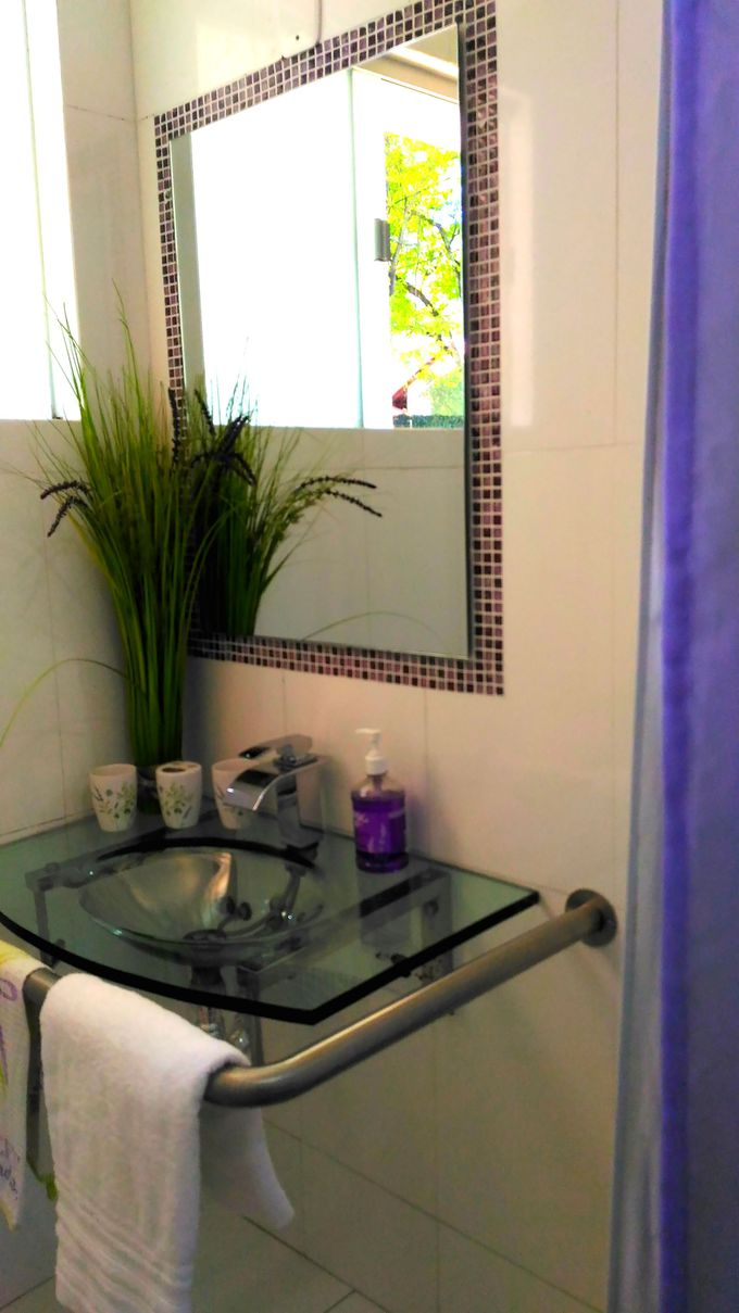 「ラベンダールーム」は、バスルームもラベンダーカラー
