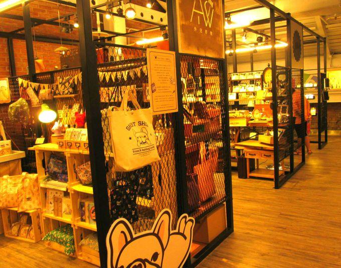 台湾流行の最先端「西門紅楼」でショッピング!