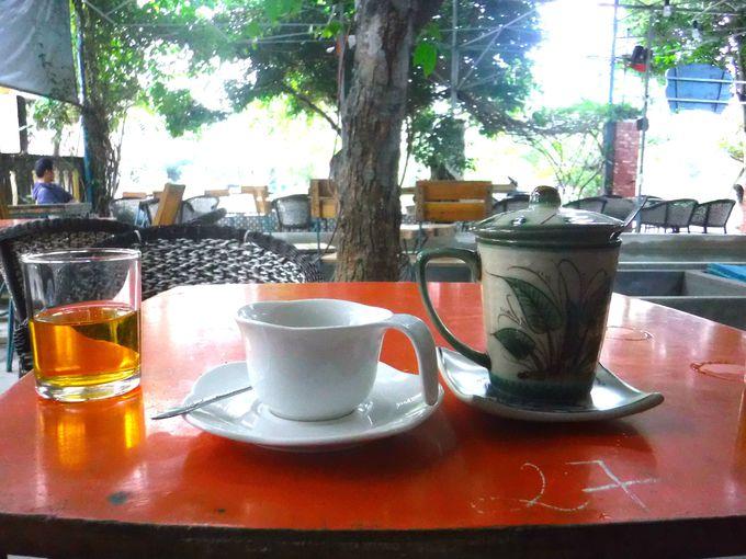 おすすめは夕暮れ時!「XOFA COFFEE」はテラス席がおすすめ!