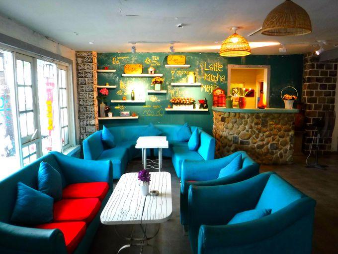 ゆっくり落ち着いたカフェの雰囲気を味わいたいなら、屋内席もおススメ!