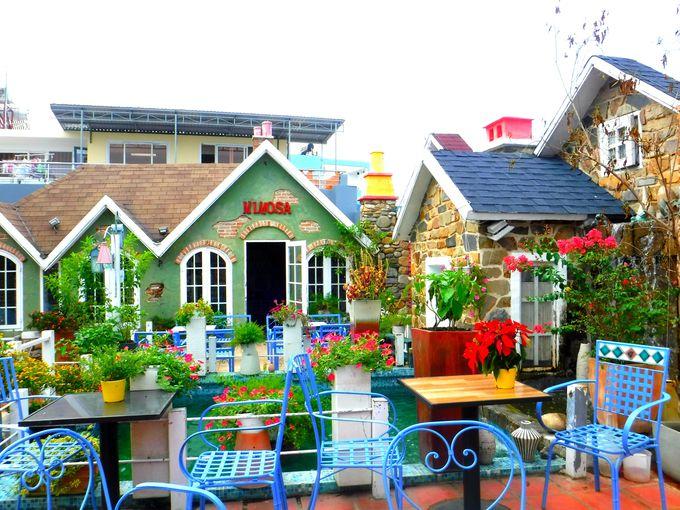 メルヘンな雰囲気が可愛い!テーマパークのような屋上へ登ろう!