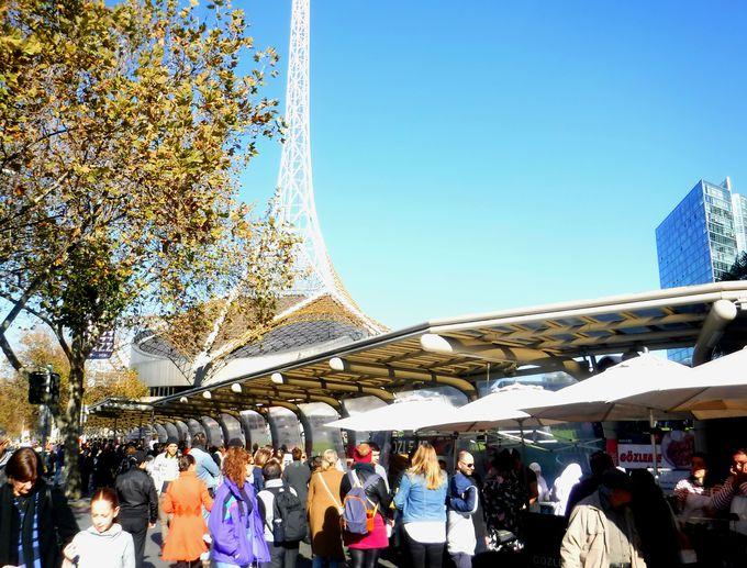 メルボルンのど真ん中!「アーツセンター」サンデーマーケット