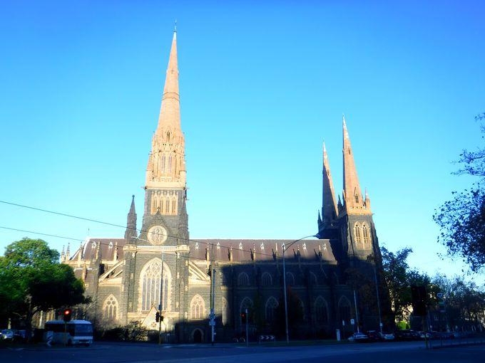「セント・パトリック大聖堂」は必見!パーラメント駅周辺を散策しよう!