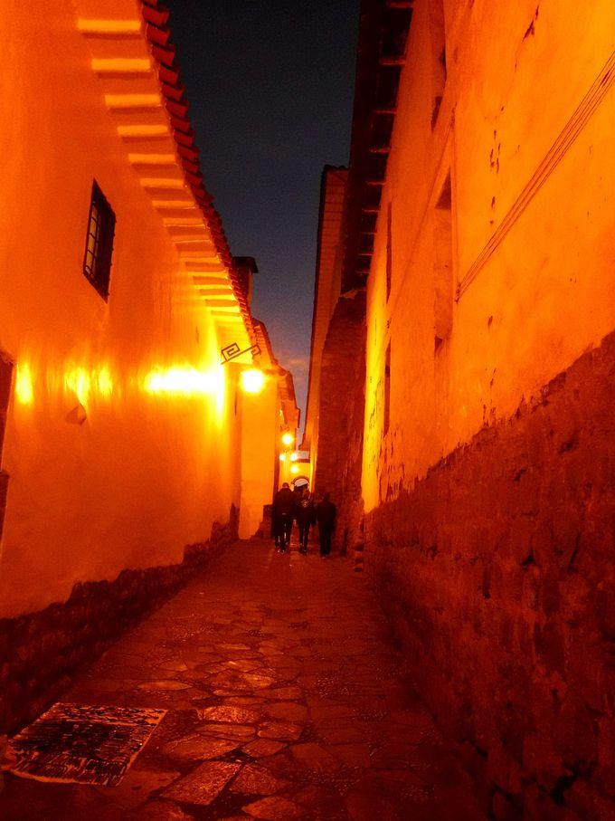 夜:クスコの街はライトアップしてからも美しい!
