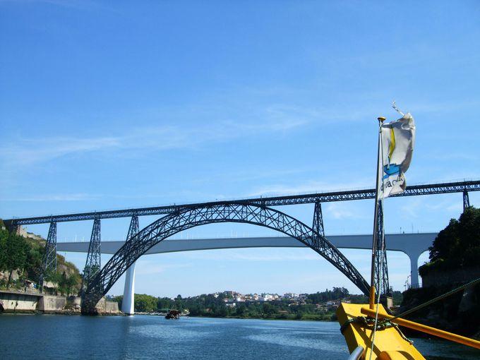 朝:ポルト観光の一日は爽快なドウロ川クルーズから!