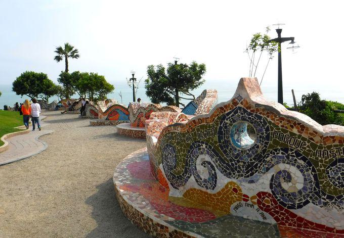 昼:おしゃれな海岸沿いの「ミラフローレス地区」へ