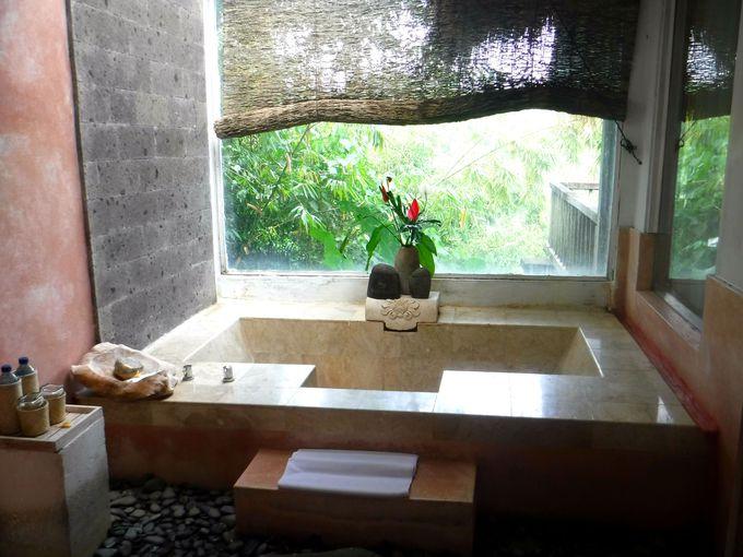ウブドの森林を見渡すバスルームで極上のリラックス!