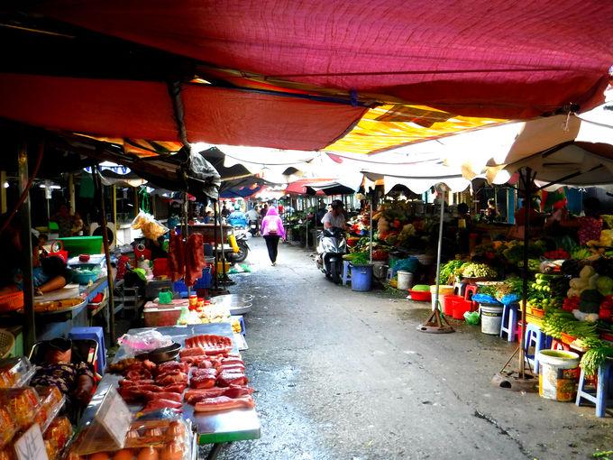 タンディン教会のすぐ向かいの「タンディン市場」