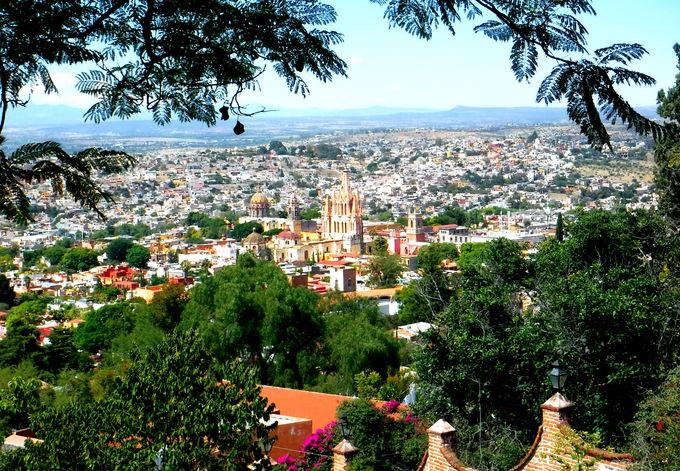 サンミゲルデアジェンデの街並みを展望台から眺める
