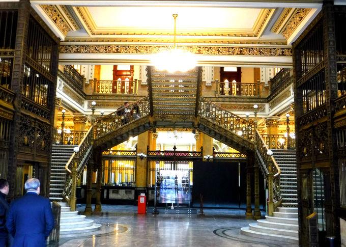 美しすぎる「メキシコ中央郵便局」