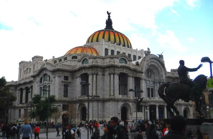 「メキシコ中央郵便局」はアクセスも簡単!