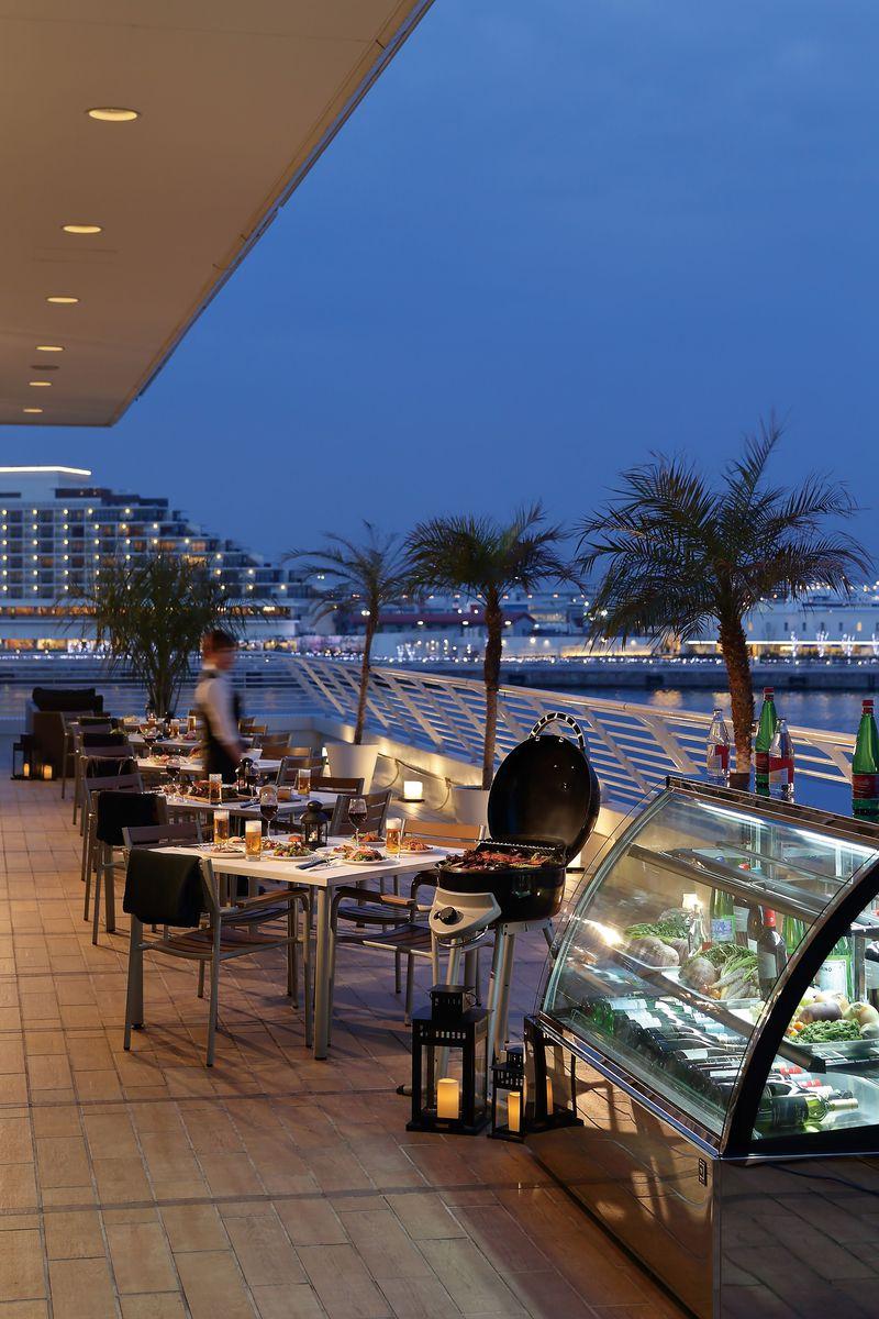 水平線に乾杯!テラスレストラン「サンタモニカの風」ビアテラス 神戸メリケンパークオリエンタルホテル