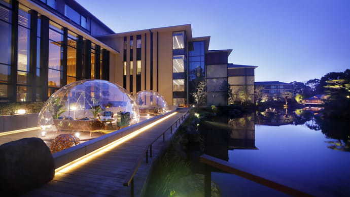 ドームで楽しむ池庭とアフタヌーンティー「フォーシーズンズホテル京都」