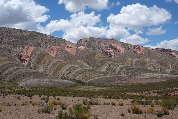 虹色の山「TRES CRUCES」