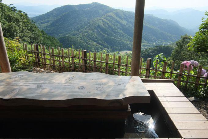 気分は最高!大自然に囲まれた山頂の足湯
