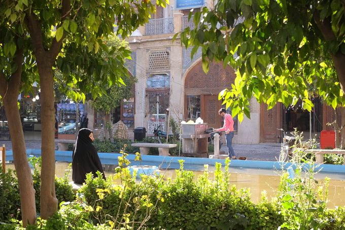 ローズモスクがあるのはバラの都・シーラーズ