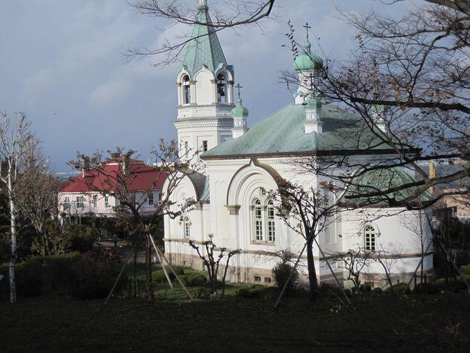 函館ハリストス正教会はクラシカルな外観と丸屋根が目印
