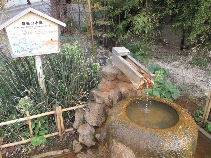 季節や時間帯で色や趣が変わるお湯で温泉三昧!