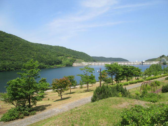 綺麗な公園とループ橋「朝里大橋」も魅力的な「朝里ダム」