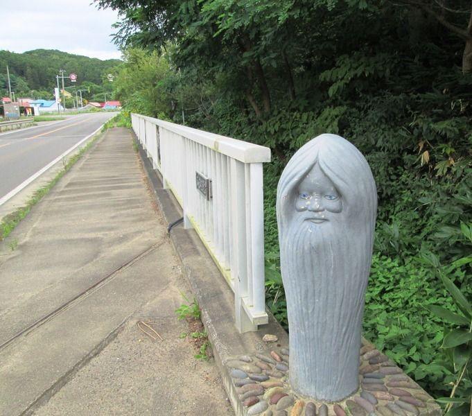 フルーツ街道の謎の石造!不思議なオーラに立ち止まらずにはいられない